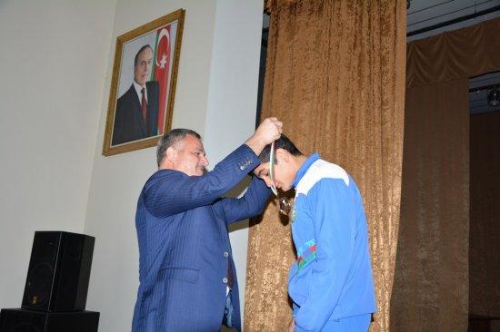 Erməni idmançını məğlub edən Qəhrəman Tərtərin boksçusu Avropa birinciliyində bürünc medal qazanıb