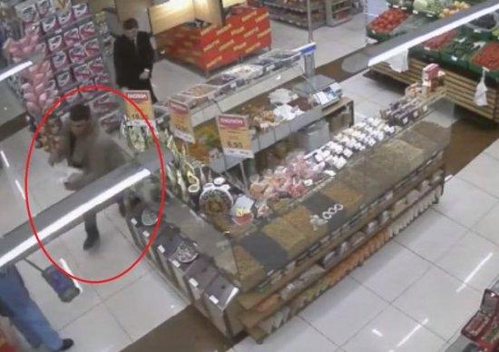 """""""RAHAT"""" marketdən oğurluq: Oğru cinayət başında yaxalandı"""